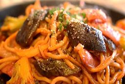 100%有機トマトケチャップの ナポリタン焼きそば DX(太麺)